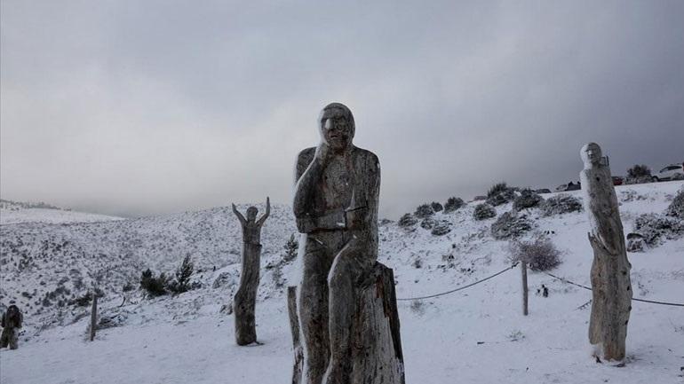 Read more about the article Χιόνια στην Πάρνηθα και 150 χιλιόμετρα την ώρα οι άνεμοι στον Παρνασσό