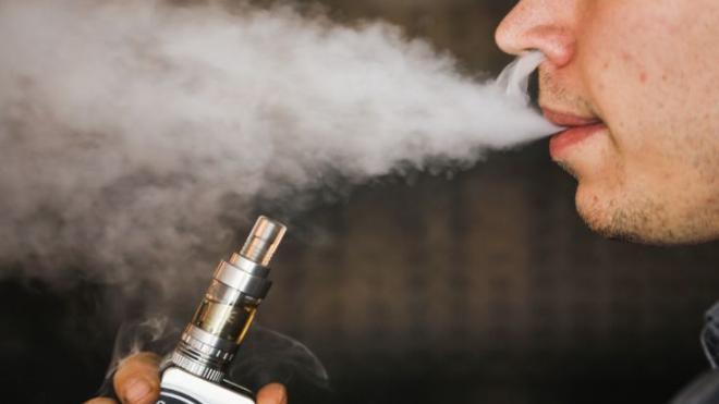 Read more about the article Πώς σχετίζεται το ηλεκτρονικό τσιγάρο με το εγκεφαλικό και το έμφραγμα