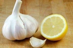 Αλοιφή από σκόρδο και λεμόνι για τους κιρσούς