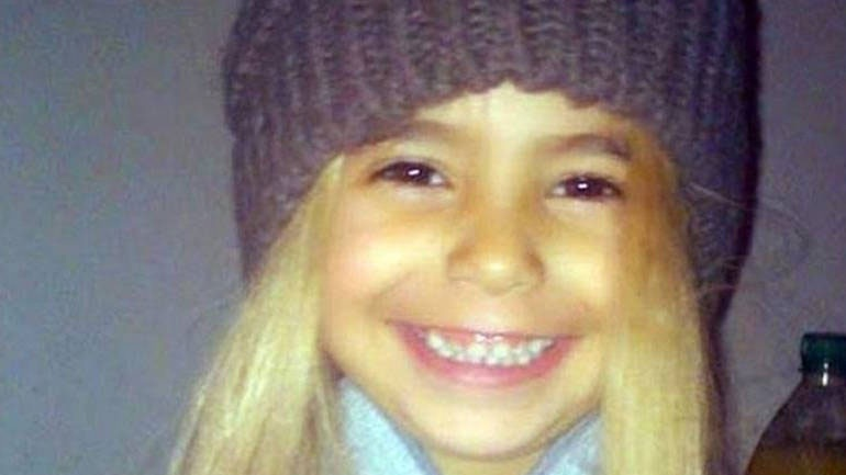 Δολοφονία της μικρής Άννυ: Ισόβια στον πατέρα, αθώα η μητέρα της