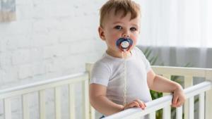 Πώς επηρεάζει η πιπίλα την ανάπτυξη της ομιλίας του παιδιού