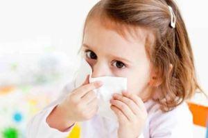 Πώς θα μάθετε το παιδί να φυσάει τη μύτη του