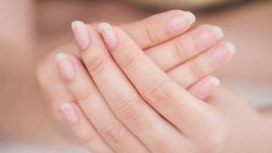 """Τι δεν ξέρουμε για τα νύχια και τι μας """"λένε"""" για την υγεία μας"""