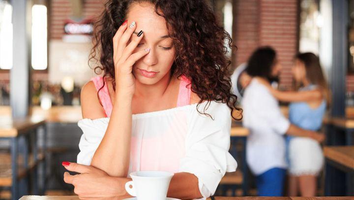 Πώς να αντιδράσετε εάν η φίλη σας βγαίνει με τον πρώην σας;
