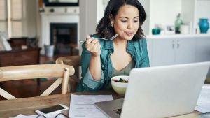 3 κακές συνήθειες που προσθέτουν κιλά