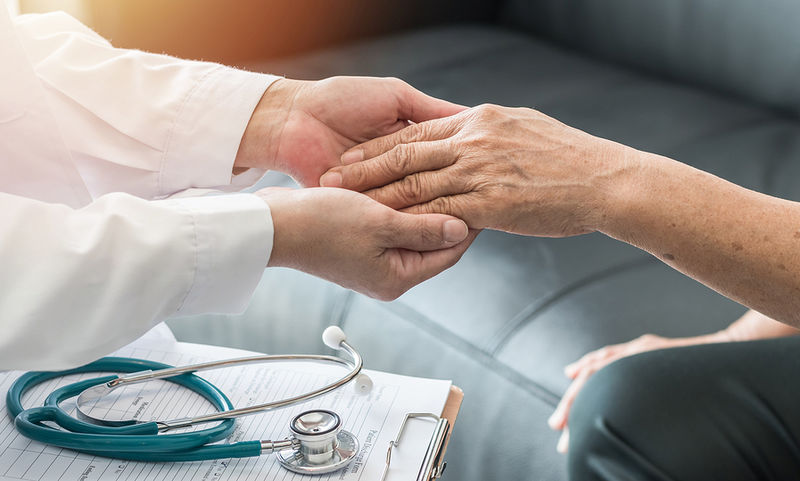 Read more about the article Σημάδια στα χέρια που δείχνουν ψωρίαση, ενδοκαρδίτιδα, ρευματοειδή αρθρίτιδα