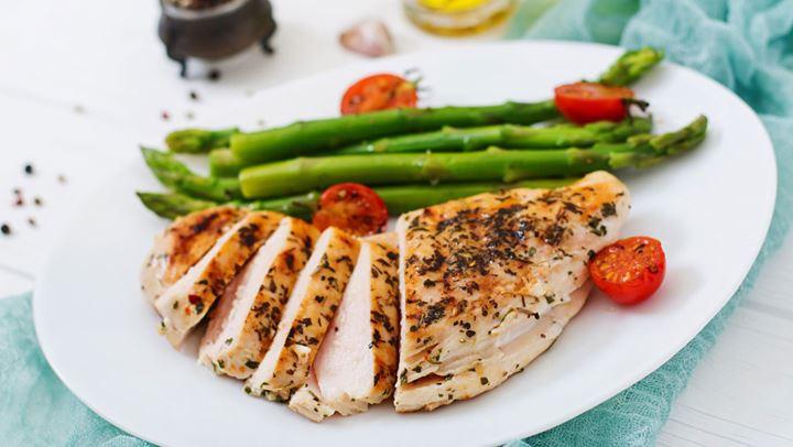 Φιλέτο κοτόπουλου με λαχανικά για απόλαυση με λίγες θερμίδες