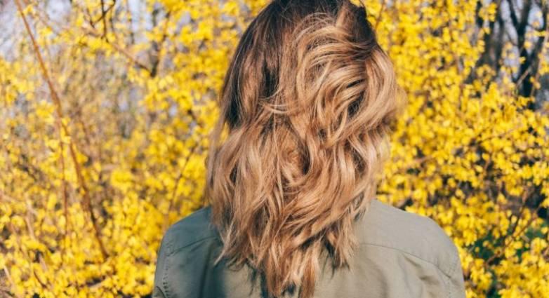 Πέντε βήματα για να σώσετε τα ξηρά μαλλιά σας