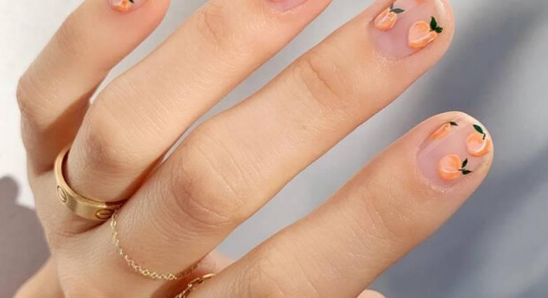 Το ροδακινί στα νύχια είναι η νέα μας εμμονή!