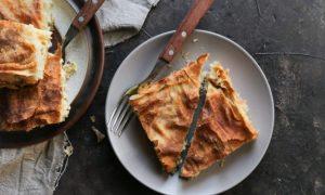 Μπρικόπιτα: Η παραδοσιακή κοτόπιτα που θα σε κάνει να ξεχάσεις όλες τις άλλες