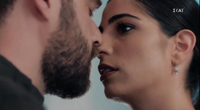 Read more about the article 8 ΛΕΞΕΙΣ – Εξελίξεις: Ο Μιχαήλ κλέβει τη Βικτώρια πριν τον γάμο