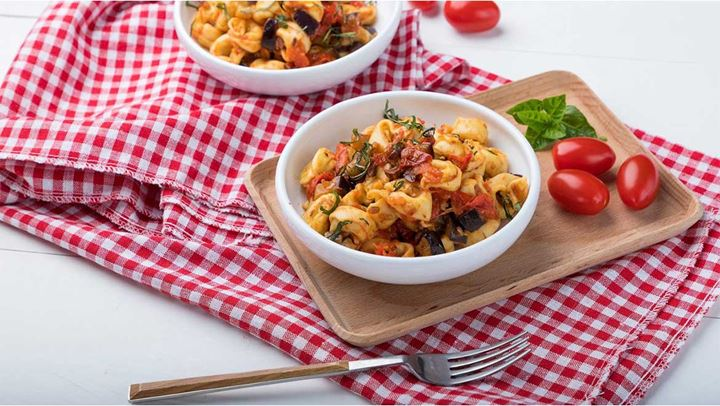 Read more about the article Ζυμαρικά με ψητές μελιτζάνες, ελιές και πέστο αμυγδάλου