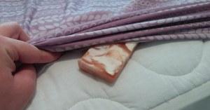 Ένα σαπούνι κάτω από τα σεντόνια σας πριν πάτε για ύπνο; Αυτός είναι ο λόγος που πρέπει να το δοκιμάσετε