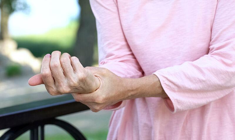 Ρευματοειδής αρθρίτιδα: Φυσικές λύσεις για να μειώσετε τους πόνους