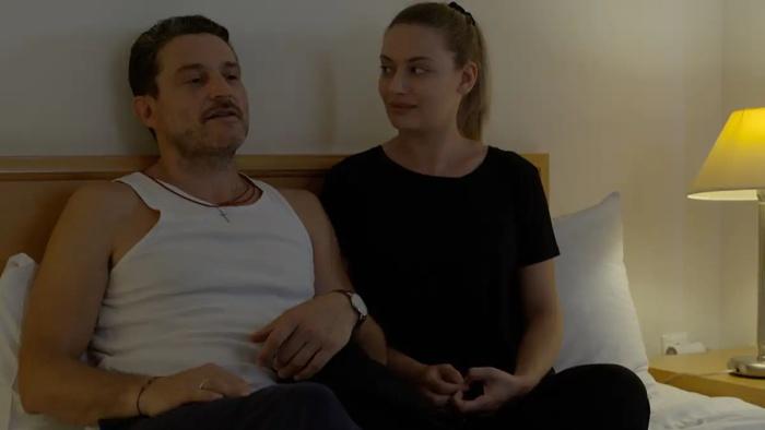 Επεισόδιο 14. Ο Δημήτρης ανακαλύπτει ότι η Ελένη επικοινωνεί με τον Ιάσωνα.