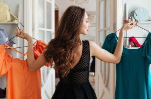 Read more about the article Ποια ρούχα μας πρέπει να βάζουμε στην κατάψυξη και γιατί -Τι ακριβώς τους κάνει