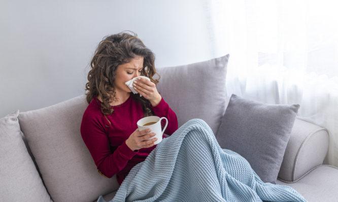 Εποχική γρίπη: Πολύ μεγαλύτερη διάδοση αναμένεται φέτος – «Κάντε το εμβόλιο» λένε οι ειδικοί