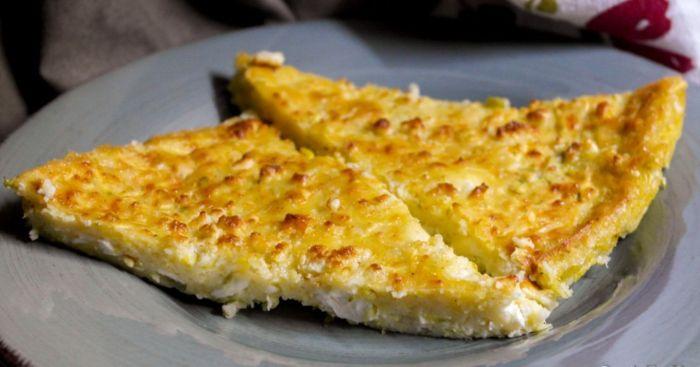 Τυρόπιτα ταψιού: Η πιο εύκολη πίτα χωρίς φύλλο, για όλες τις ώρες της ημέρας, έτοιμη σε 45 λεπτά