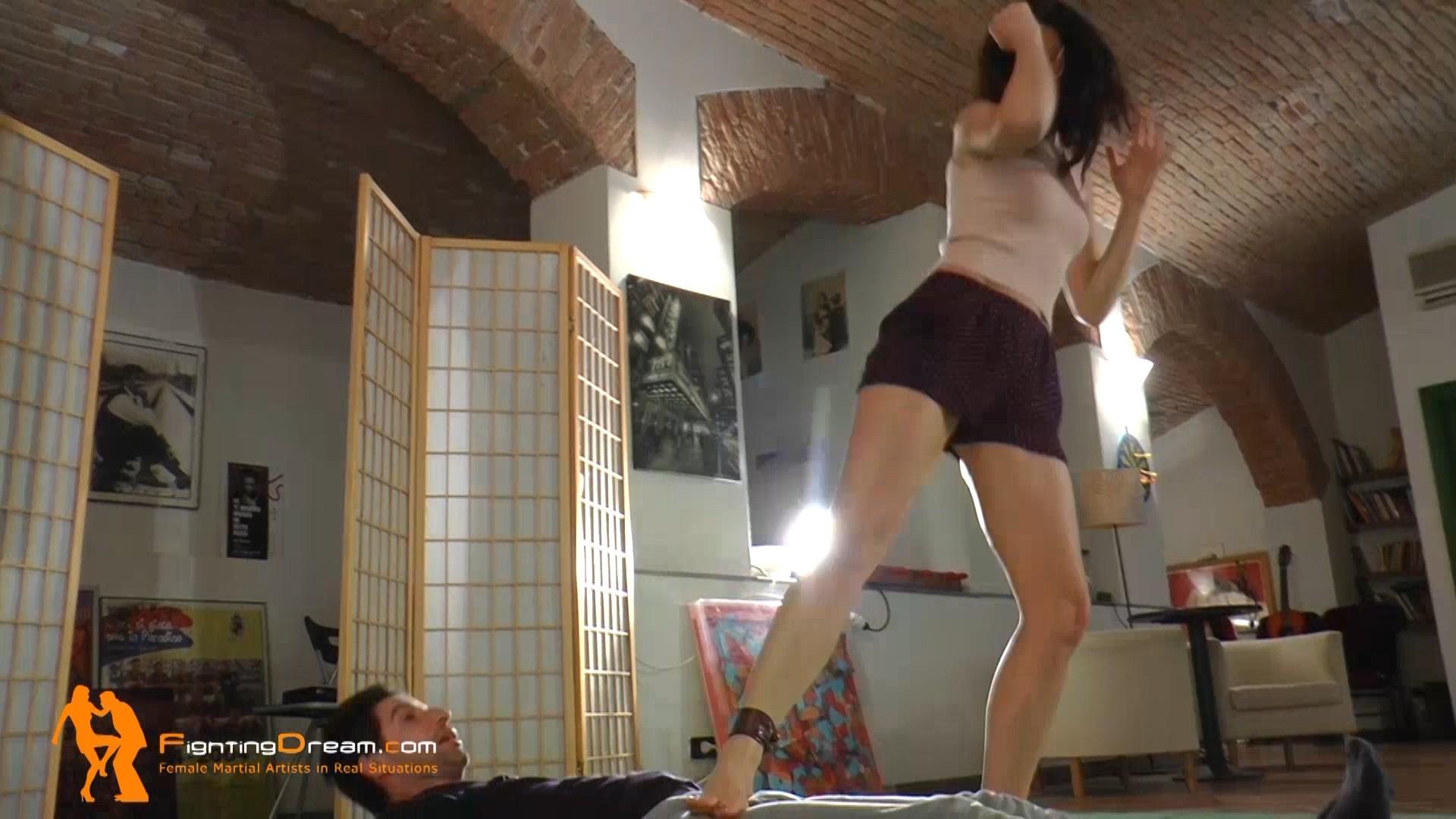 Fightingdream Com Daphne Casual Ballbusting Selfdefense