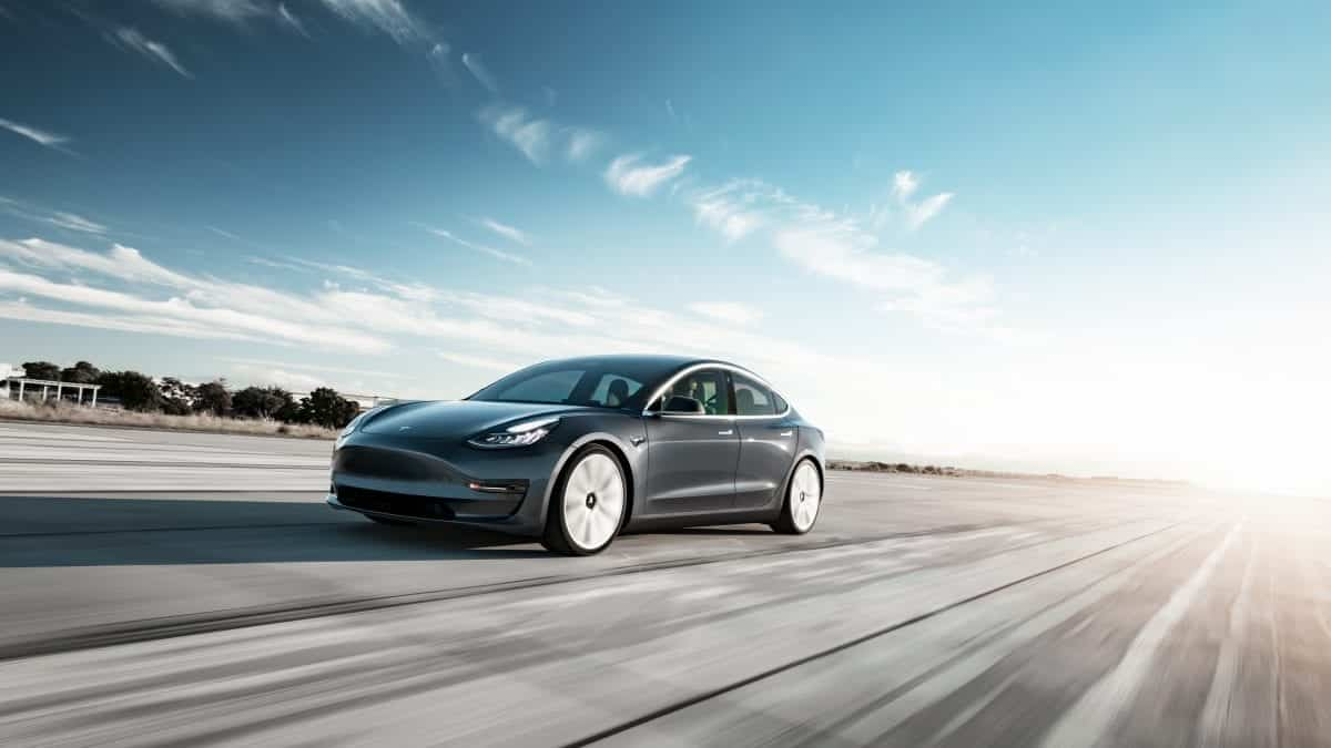 Model 3 Performance - Midnight Silver Tarmac Motion