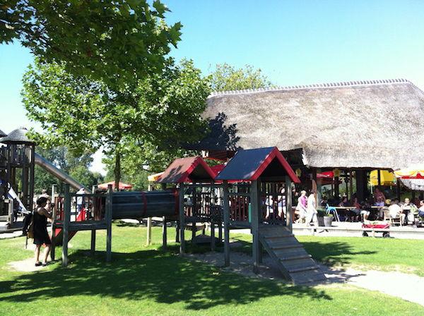 Speeltuin Bij Restaurant Bij Plaswijckpark In Rotterdam