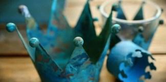"""""""Así como está loco el médico que no puede curar la enfermedad de su paciente sin provocarle otra enfermedad, así el que no puede encaminar las vidas de sus súbditos más que arrebatándoles las riquezas y comodidades de la vida no tiene más remedio que aceptar que desconoce el arte de gobernar personas""""."""