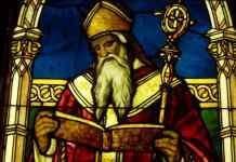 San Agustín nació en el año 354 en la ciudad de Tagaste (en la actual Argelia) y murió en 430 en Hipona, el lugar al que su nombre quedó unido para la historia. Fragmento de vidriera de San Agustín en el Lightner Museum, St. Augustine, Florida (Estados Unidos). (CC BY-SA 3.0). Autor foto: Daderot.