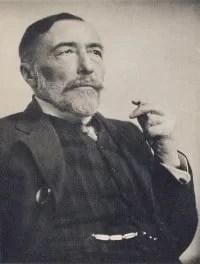 Joseph Conrad. Aunque nacido en Polonia, toda la obra del autor fue escrita en inglés. (Joseph Conrad in 1916. Medium: Photogravure / Alvin Langdon Coburn (1882–1966)