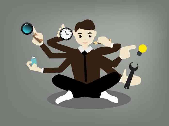 Multitarea es la capacidad de realizar varias actividades diferentes al mismo tiempo. (Imagen: SerenaWong / Pixabay/ CC0).