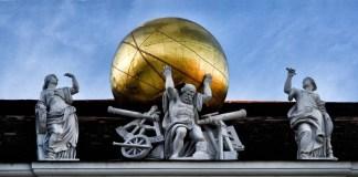 Atlas, el titán griego condenado por Zeus a cargar con el peso del mundo sobre su espalda.