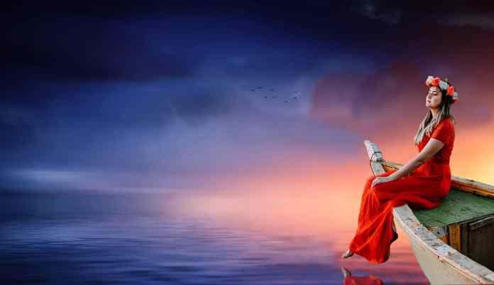 Epicuro, fundador de la escuela, pone como objetivo de la vida del ser humano el placer, liberándose de los miedos a los dioses, a la muerte y al destino, porque con esos miedos no se puede disfrutar de la vida.