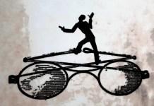 Ediciones del subsuelo publica una recopilación de Glosas, de Karl Kraus, donde el periodista y actor lo daba todo atacando a la prensa. El detalle de la cubierta, de Elsa Suárez Girard, reproduce las icónicas gafas de Kraus.