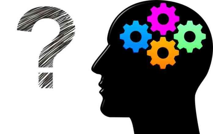 El racionalismo defiende la autosuficiencia de la razón para explicar la realidad de modo deductivo.