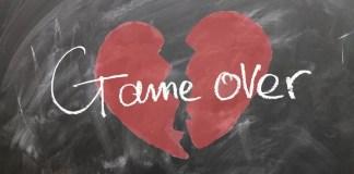 «Para que sea más fácil el olvido de un amante, y menos doloroso el desamor, hay que evitar formalizar por escrito nuestra pasión: casarse siempre está de más» escribe Julieta Lomelí. Imagen de Gerd Altmann en Pixabay.