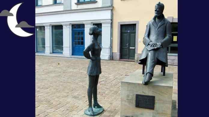 Diseño hecho a partir de una imagen de Glen Bowman en Flickr de la estatua de Nietzsche en Naumberg, Naumberg, Saxony-Anhalt, Alemania. Distribuida bajo licencia CC Atribución 2.0 Genérica (CC BY 2.0).