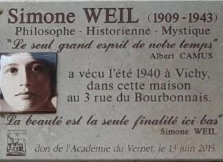 Placa conmemorativa de Simone Weil en la calle Bourbonnais nº 3 de Vichy, donde la filósofa pasó el verano de 1940. Autor: TCY. Wikimedia Commons bajo licencia CC BY-SA 4.0.