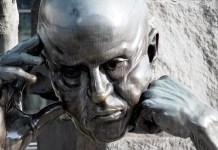 Si la realidad de la sociedad actual «no se analiza bajo la lógica del pensamiento crítico, se encargará de configurar una personalidad abocada a experimentar un desánimo crónico», escribe José Carlos Ruiz Y ante eso, «pocos fármacos se me ocurren más eficaces que la filosofía». Imagen de tookapic en Pixabay.