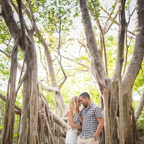 couple engagement session at banyan tree in florida