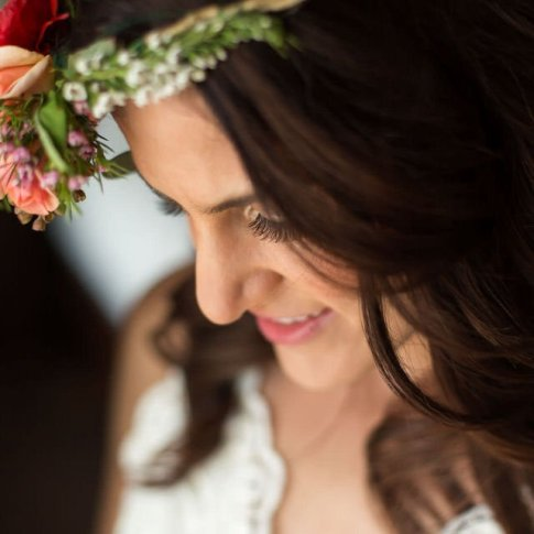 closeup of bridal hair and makeup for key west ceremony
