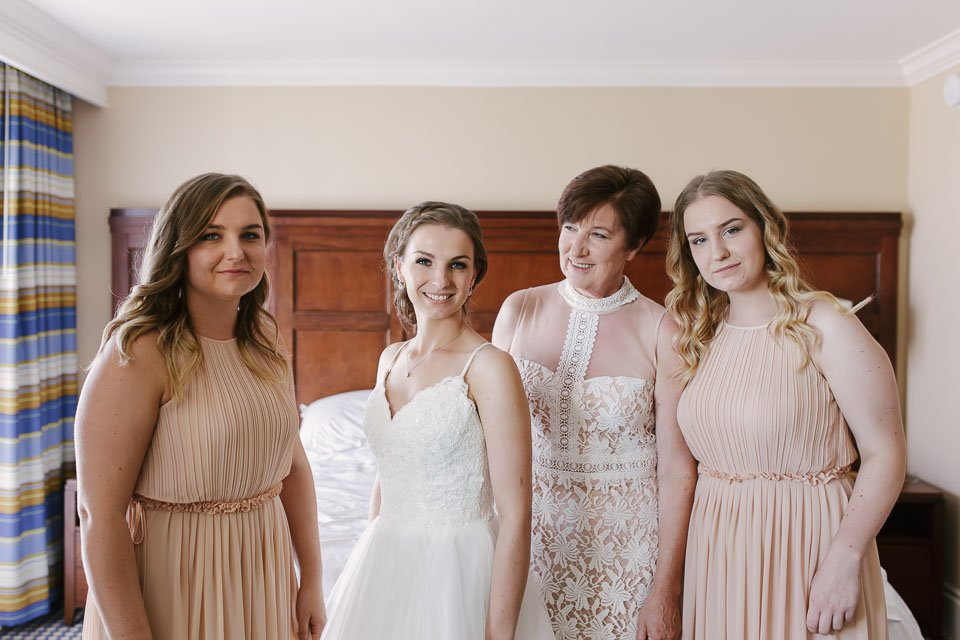 bride with her mom and sisters