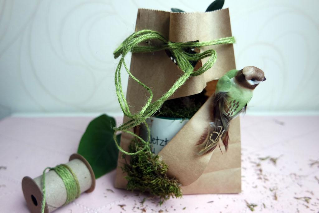Do it Yourself Geschenkverpackung für eine personalisierte Tasse!