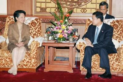 President Gloria Macapagal-Arro in a meeting with Prime Minister Thaksin Shinawatra