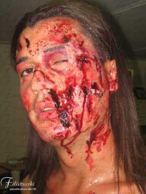 Immagine che rappresenta la simulazione di un volto dilaniato da ferite profonde