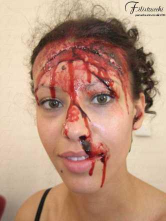 Immagine che rappresenta una maschera horror: il personaggio presenta una lacerazione che attraversa la fronte
