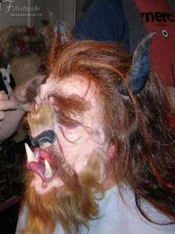 """Realizzazione della maschera """"la Bestia"""""""