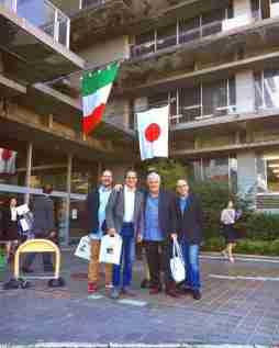 INQUIETO SIA IL GENIO- GIFU Samuele Batistoni-Luca Cartocci-Fabio Baronti-Gherardo davanti al Comune di Gifu