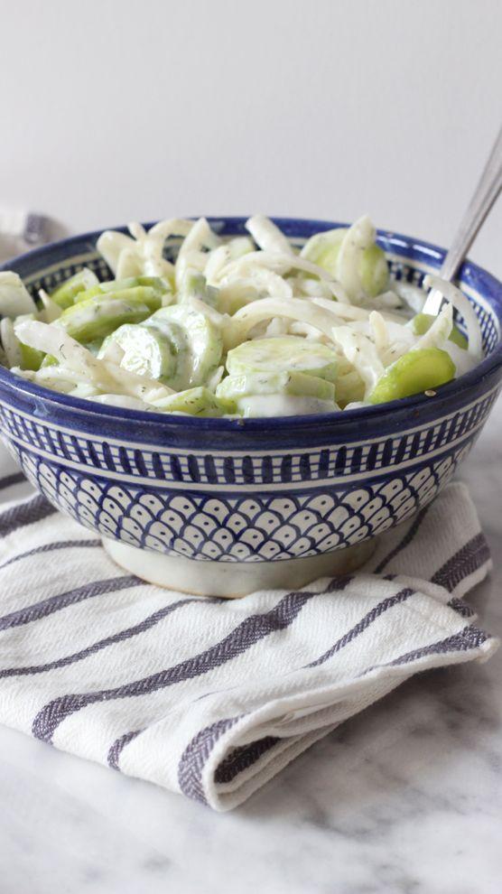Qui a dit que manger healthy c'était compliqué et cher? En tout cas ce n'est pas moi, et avec cette salade concombres et oignons vous allez changer d'avis.