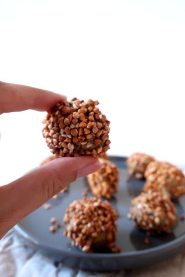 Energy balls aux graines de sésame grillées