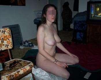 Aziza de 6annonce veut se faire baiser le vagin en boite à partouze