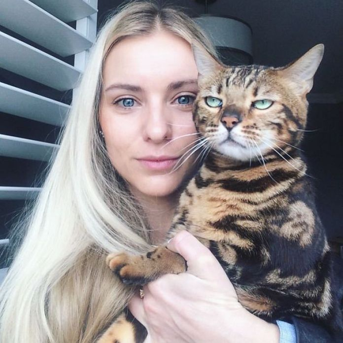 10-Times-Cats-Did-not-Want-To-Be-In-Stupid-Selfies